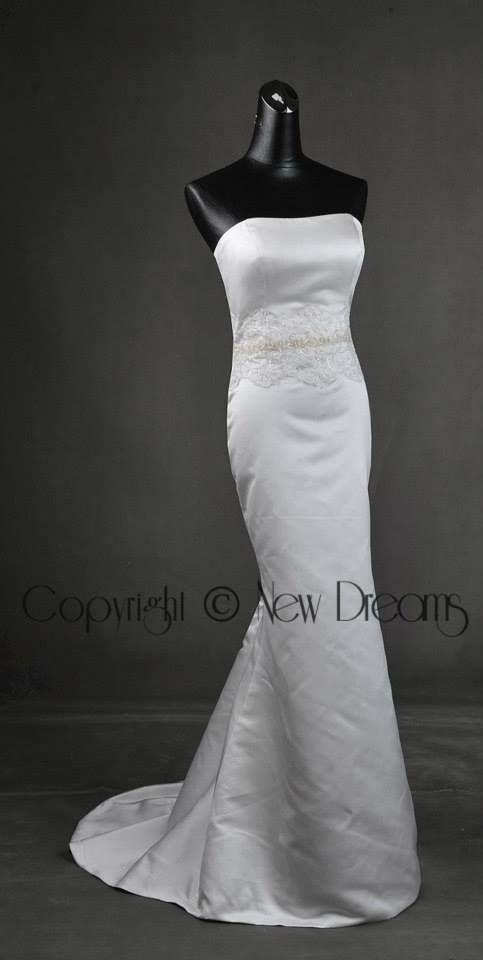 satin wedding dress style H1042 with detachable train- Abito da sposa in satin con strascico staccabilewww.yournewdreams.com