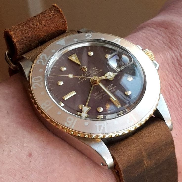 Rollie ref. 1675 rootbeer with leather shoes! ! #rolex #gmt #gmtyellowgold #rolexgold #goldenrolex #rolex1675 #rolex16753 #1675 #16753 #gmtmaster #vintagewatch #vintagegmt #vintagegmtmaster #nippledial #rolexpassion #rolexgmtmaster #watheswithpatina #timegeeks #goldenrolex #rolexpassion #goldrolex #18k #goldwatch #rolextimepieces #rolexwatches #rolexwatch #rolexsteelgold