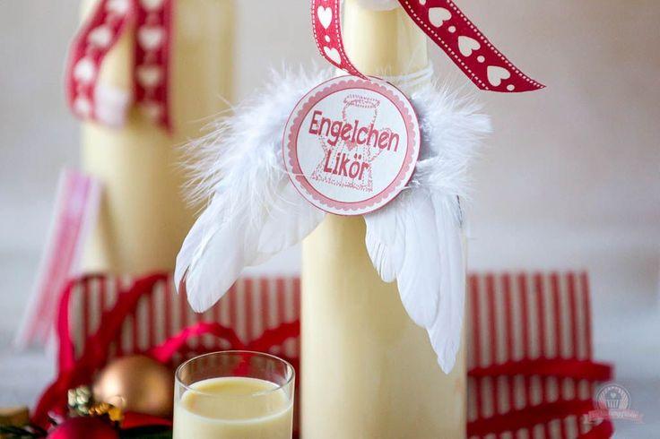 """Guten Morgen ihr Lieben, ich schlage in meinem heutigen Beitrag gleich mal zweiFliegen mit einer Klappe und stelle euch einmal meine beiden weihnachtlichen Lieblingsliköre vor.Als erstes hätte ich ein himmlisches """"Engelchen""""!Zart, cremig, süß – ein Geschmack wie flüssiger Marzipan. Dieser Likör hat den Namen Engelchen mehr alsverdient und ist für …"""