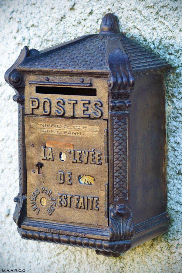 Une ancienne boîte aux lettres