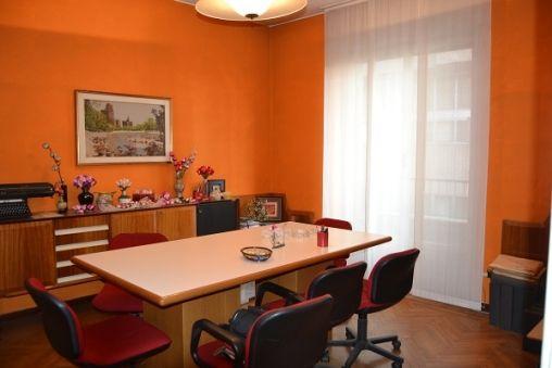 Appartamento/Ufficio in affitto in Via Stresa a Milano. A due passi ...