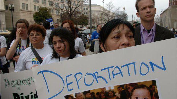 Según la Oficina de Inmigración y Aduanas (ICE), dependiente del Departamento de Seguridad Nacional, en el año fiscal 2013, que concluyó el ...