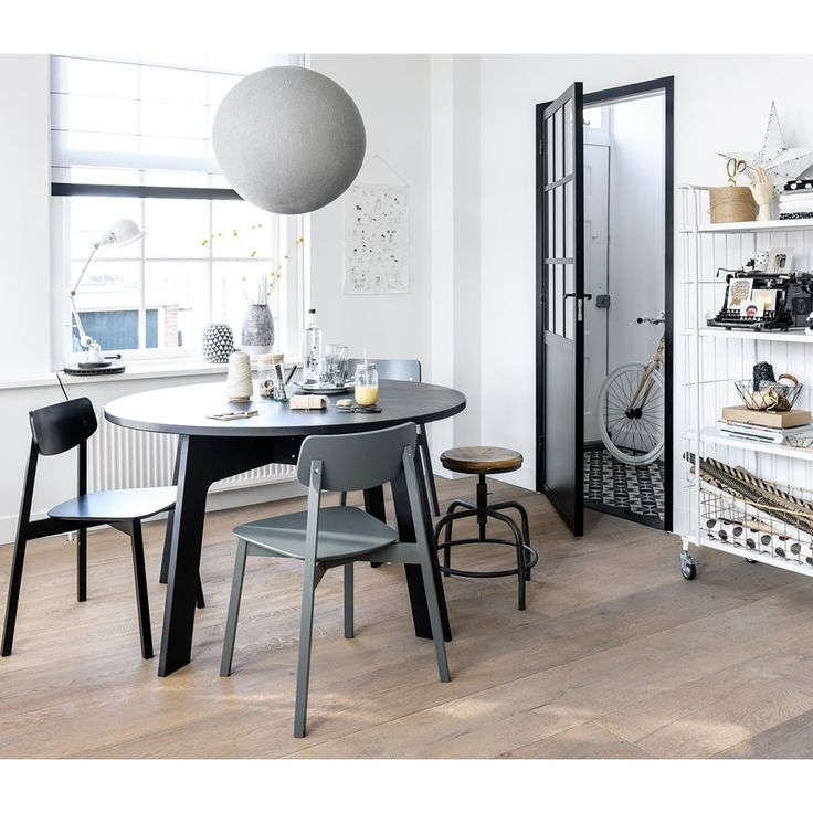 Black and white interior with wooden floor. Trolley Stock by vtwonen, stool Spider and accessoires by Livv Lifestyle, Cottonbal Shop, The Cherry on Top, Nijhof, The Bike Messenger, Hudson River and Ikea.   Styling @fransuyterlinde   Photographer Jansje Klazinga   vtwonen May 2015   #vtwonencollectie