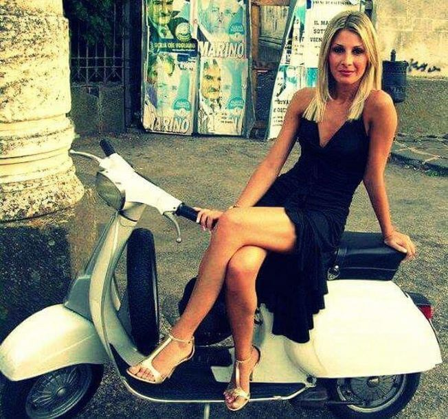 Scooter Girl Vespas 73