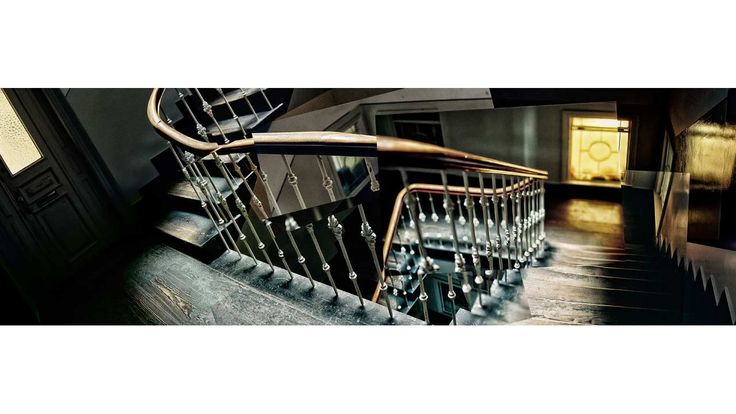 Hamburger Treppenhaus    Marcus Wildelau - photography and motion picture #treppe #altbau #old #building #hamburg #architecture #decors #geländer #geschwungene #treppe winding #staircase #stairs