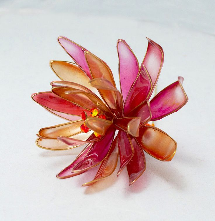 Resin Flower Kanzashi, Floral Hair Accessory, Hair Stick, Gold and Red, Japanese Geisha by HanamiGallery on Etsy https://www.etsy.com/listing/207329026/resin-flower-kanzashi-floral-hair
