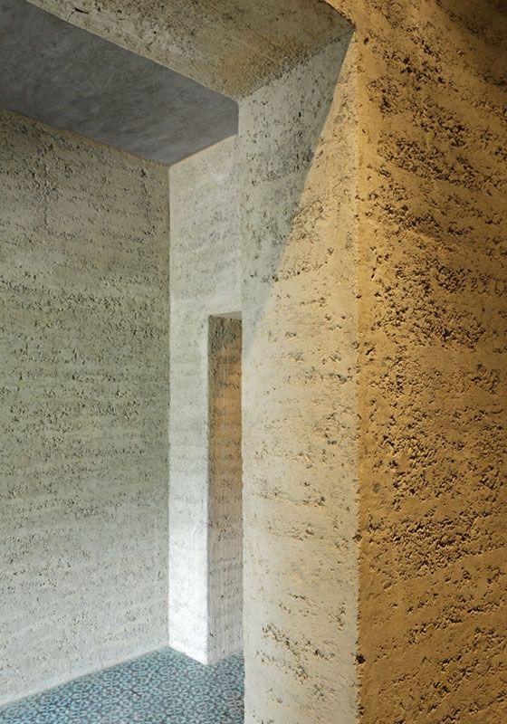 rammed earth house - tile bronze cement - boltshauser architekten - schlins austria - photo by beat bühler