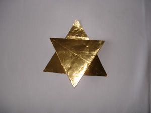 weihnachtssterne basteln | Gefaltete Sterne aus Silber- und Goldfolie
