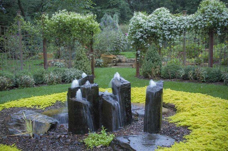 фонтан из камней