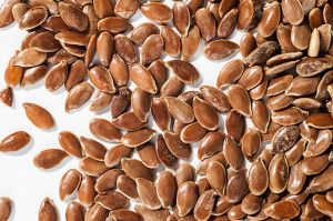 PROČISTĚTE SI SVOJE STŘEVA - Konzumace 1 – 3 lžic lněné mouky po dobu 3 týdnů může zcela vyčistit střeva od hlenu, nánosů a parazitů. Přičemž naplno zachovává střevní mikroflóru! Následující metoda umožňuje rychlé srovnání váhy a zlepšení spalování tuků. Pomáhá regulovat metabolismus lipidů. Lněná mouka absorbuje a odstraňuje škodlivé látky v těle a snižuje i hladinu cholesterolu v krvi.Indikace: – zánětlivé stavy horních cest dýchacích a gastrointestinálního traktu – gastritida, kolitida…