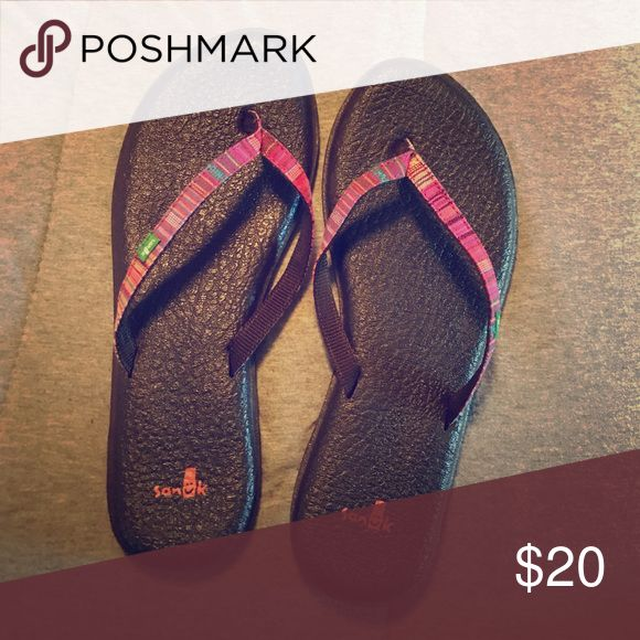Sanuk flip flops Lightly worn, great condition and with yoga mat bottoms! Sanuk Shoes Sandals