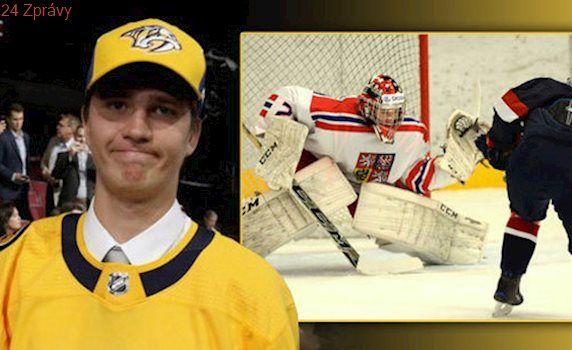 Nejdivnější fotka draftu NHL. V zámoří vyhrál český brankář Vomáčka