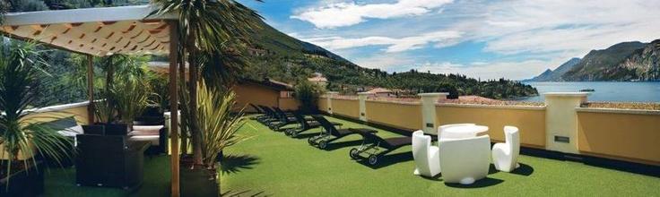 12. Wellness Hotel Casa Barca, Malcesine, Italien  Bra för avkoppling och återhämtning. Hotellet har gym, massage och en vacker trädgård. Från terrassen är utsikten över Gardasjön och bergskedjan Monte Baldo magnifik. Ett dubbelrum kostar från 550 kronor per person.