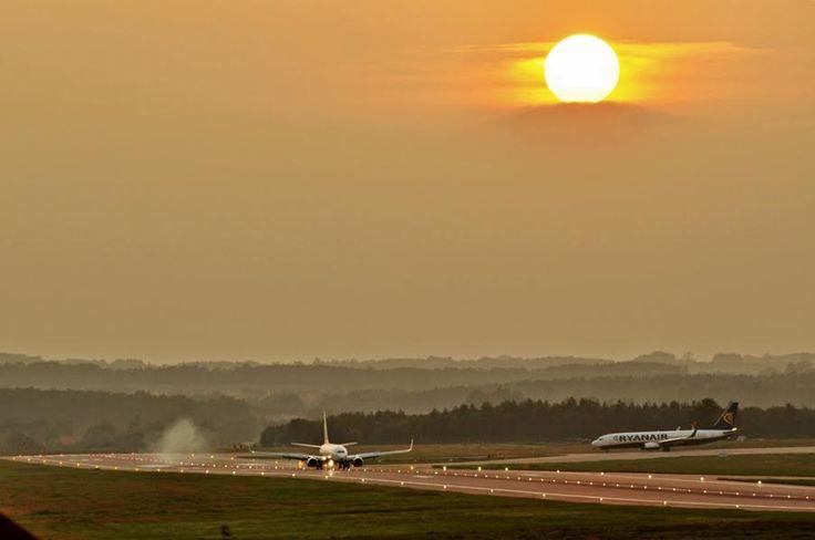 #AirportGdansk #Gdansk #Airport #Plane #PlaneSpotting #sunset; photo: Andrzej Byczkowski