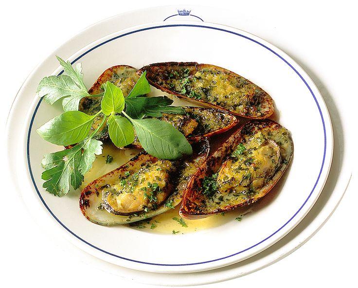 Gratinerade musslor i sitt skal | Recept.nu