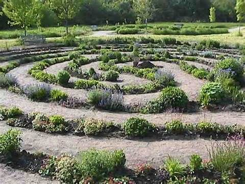 17 best images about labyrinths and mazes on pinterest for Garden labyrinth designs