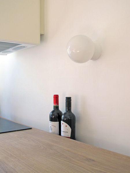 Porcelain lamp http://www.byggfabriken.com/sortiment/belysning/vatrum-porslinssockel/info/produkter/730-122-vit-lampa-rak-ip57/