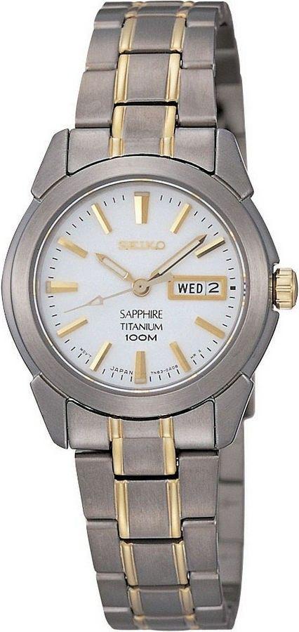 Seiko Dameshorloge titaniumSXA115P1. Kaliber 7N83. Mooi horloge uitgevoerd in titanium met goudkleurige accenten. De titaniumkast heeft een witte wijzerplaat met goudkleurige index en wijzers, dag-en datumweergave en is voorzien van saffierglas. Het horloge is 100 meter waterdicht en heeft een titanium horlogeband met goudkleurige streepjes in de band. https://www.timefortrends.nl/horloges/seiko.html#p=3