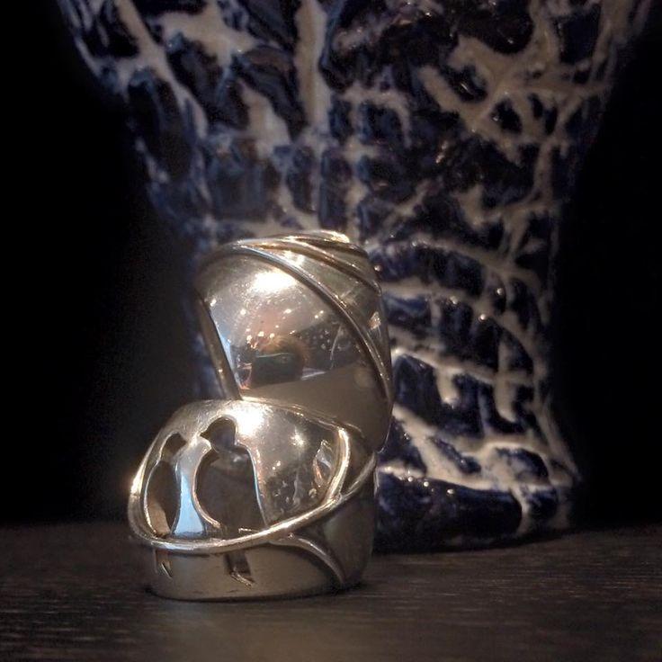 Vroege vogels! Onder de Josephine ring van sterling zilver met twee Vinken op een takje en boven Liv met twijgjes.  #earlybird #Amsterdam #Vinx #Hollands #Glorie