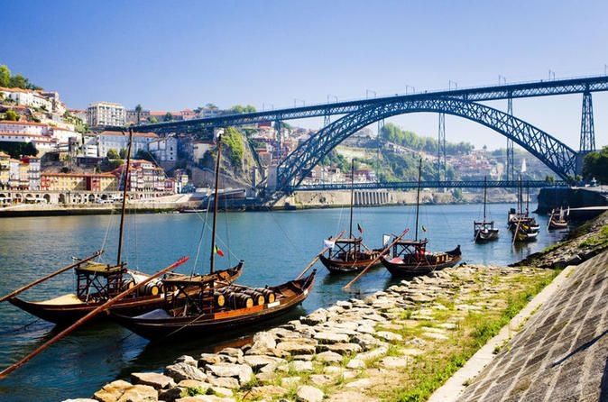 Oporto Six Bridges Cruise The traditional six bridges cruise is more than a simple boat ride; in fact, it is an experience that everyone who visits Porto has the pleasure to try. The reason is really simple, the beauty, the climate, the sensations of being in the middle of two cities, and obviously, the magnificent views projected by the amazing six bridges that are responsible to connect Porto and Gaia.Having the chance to be in the Douro river a Heritage site by UNESCO...