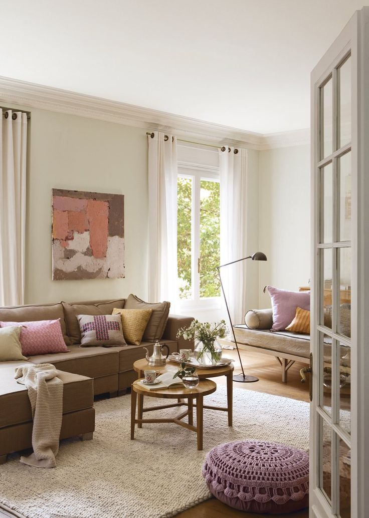 daybed, lavender accents