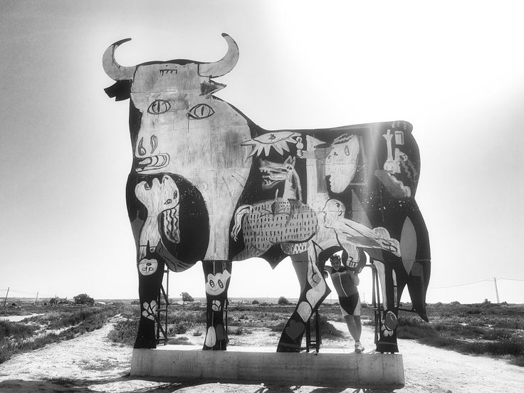 Guernica en toro de Osborne (Santa Pola)