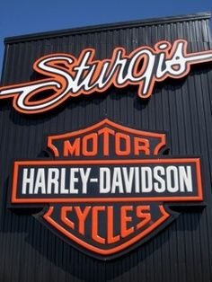 Harley Sturgis. Gonna head there one day... <3 Definitely the place to be <3