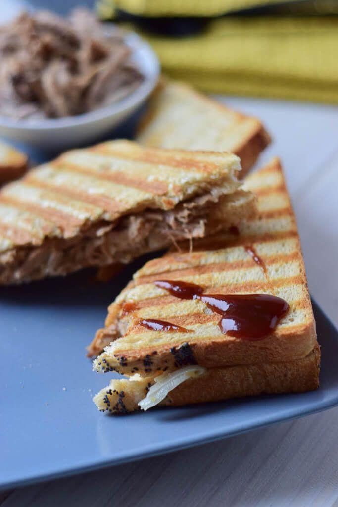 Ich liebe Pulled Pork Sandwiches mit BBQ Sauce
