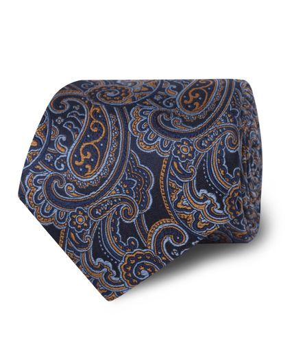 Each T.M.Lewin classic silk tie is made with the finest quality woven silk and hand finished. They are best partnered with our classic or cutaway collar shirts.