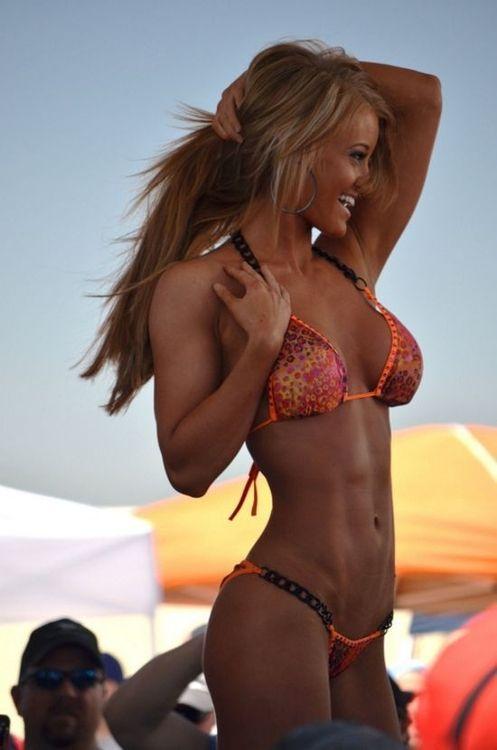 Abs bikini blonde