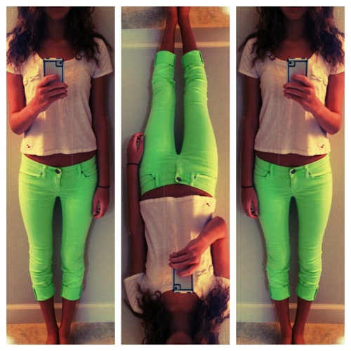 Neon green knee knockers! Must have!! <3: Green Jeans, Fashion 3, Neon Green Outfits, Green Skinny, Green Capri, Neon Jeans, Green Knee, Green 3, Green Pants