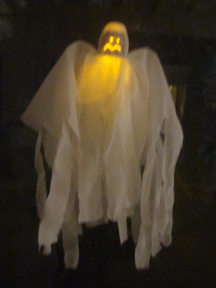"""LACA """"Lo Atamos Con Alambre""""  Fantasma para Halloween de postrecito reciclado, tela y led"""
