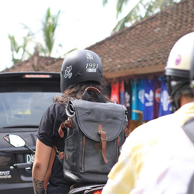 Did a little exploring today with our Alpinum vol II Rucksack in Bali. trusty pack to store all your stuff anytime, anywhere. #  #AlpinumVol2 #fieldtestjournals #verne #verneindonesia #breathethepleasure  #exploremore #leather #leathergoods #leatherstuff #leathercraft #handmade #essentials #dailyessential #traveler_stories #travelingram #explore #outdoor #motoinmode #mountains #rucksack