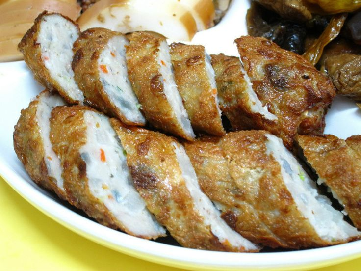 Chicken rolls 雞捲-應該要用台語發音才對,為什麼呢?一定有人會問,明明都沒有雞肉,名稱卻叫做雞捲。…