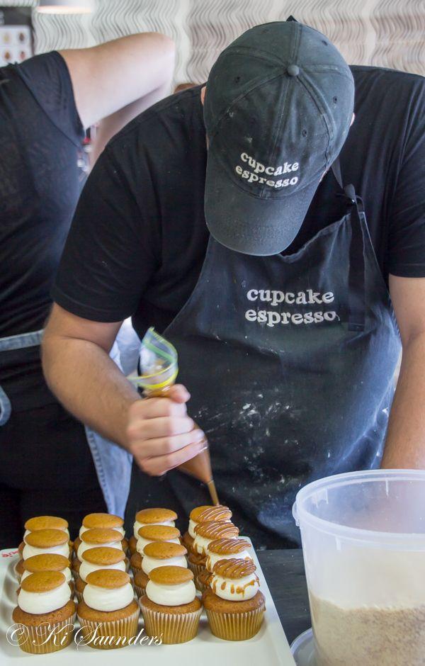 "L4M1AS3 The Business ""Cupcake Espresso"", ISO 200, 39mm, f/4.3, 1/30, AV mode, handheld manual focus, WB auto."