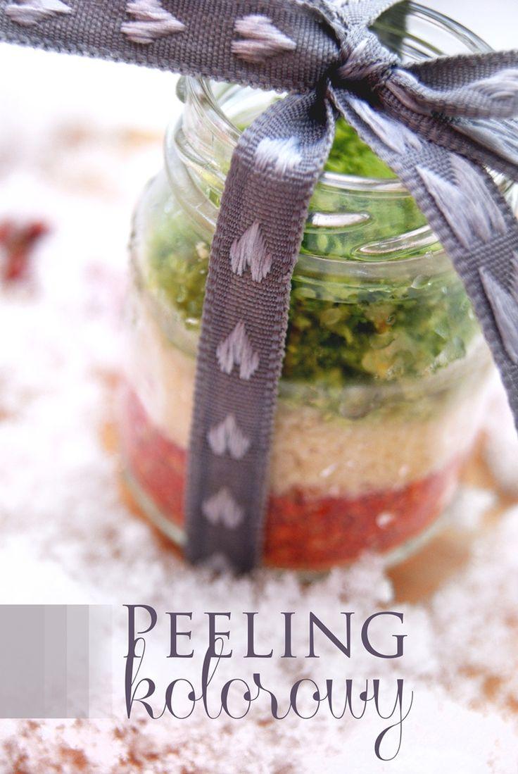 Tego się nie zjada! Tym się peelinguje ciało! Kolorowy peeling by Lili Naturalna. Z jagód goi, migdałów i limonki.