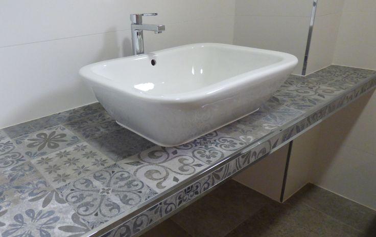 lavabo y bancada de obra revestimiento baldosas hidráulicas