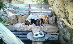mon style ranch palette rustique méridienne, meubles en kit extérieur, vie en plein air, meubles peints, palette, la réorientation upcycling, mobilier rustique, les projets de menuiserie, ce est la table de lit de repos rempli et toile de jute rideau