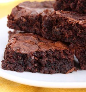 Rien de plus simple et rapide avec cette recette du fondant au chocolat ! A déguster en dessert ou au goûter, c'est un succès garanti. Très facile à préparer, ce gâteau est souvent un bonheur pour les anniversaires des enfants.