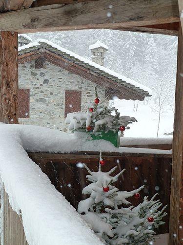 Neve sul loggiato Seicentesco  , ristrutturazione Altholzbau  #legnodirecupero #legnovecchio www.casalegnaontico.it #Macugnaga  #Expo2015
