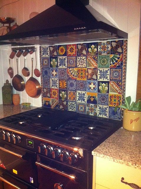 Splashback Queensland Cottage Kitchen, hand made Mexican Talavera Tiles.