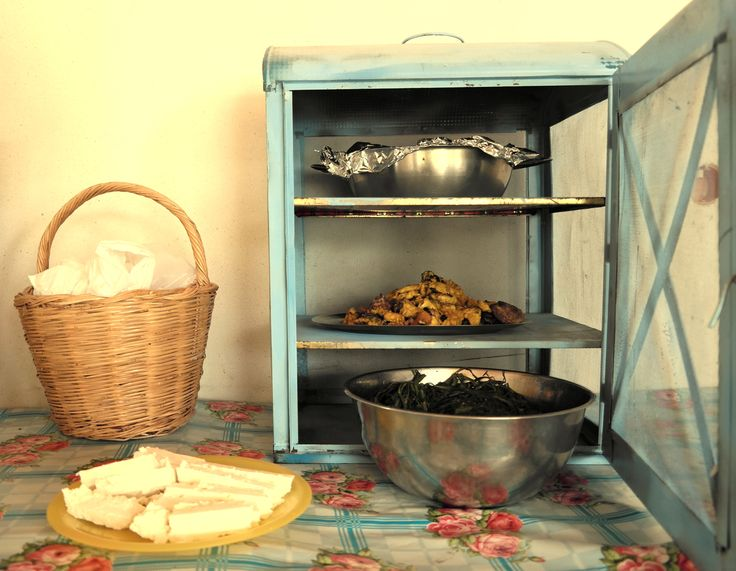 Greek hospitality - traditional products - meal preparation - Naxos island - GREECE www.villadelona.com
