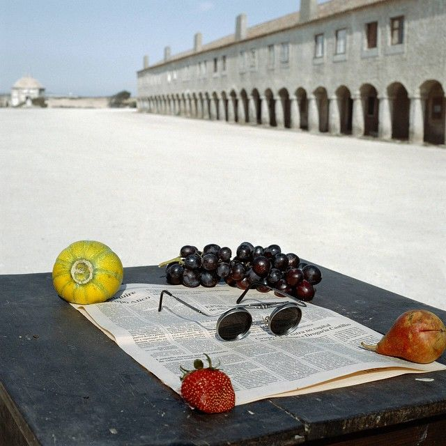 Just the essentials. 'Still Life with Fruits and Newspaper' by Geof Kern, 1992 presented by @pdnbgallery. Browse photography's finest with our collection of pieces from exhibitors at @aipadphoto's @parkavearmory showcase. #AIPAD2015 #envygram