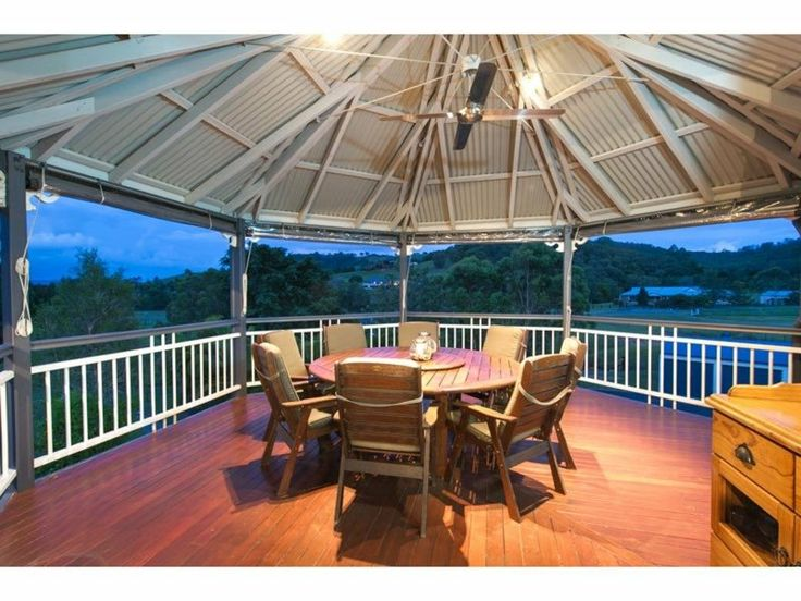 Positioned overlooking the 5 acre property, this 50 sqm home has ample room for indoor and outdoor entertaining.