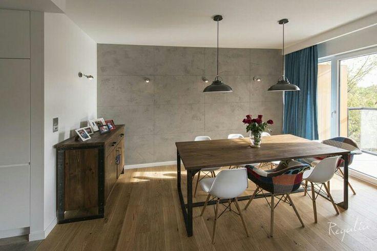 Mebel wykonane ze starego drewna. Nogi komody wykonane ze 100 letnich zawiasów. Stół industrialny dla osób lubiących gładką strukturę blatu :). Prawda, ze meble pasują do wnętrza :)? #regaliapm #regaliapolskamanufaktura #staredrewno #drewno #meble #mebledrewniane #salon #wnetrze #livingroom #oldwood #furniture #table #stoldrewniany #woodentable