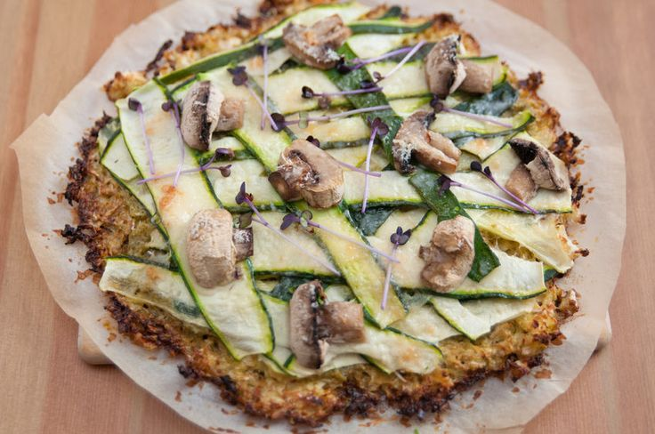 Looking for a healthy alternative to delicious Friday night dinner? Try this delicious pizza with a vegetable crust!