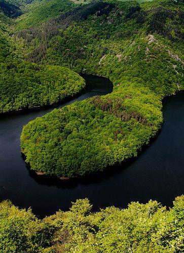 Queuille meander, River Sioule, Auvergne, France #Combrailles #Sioule