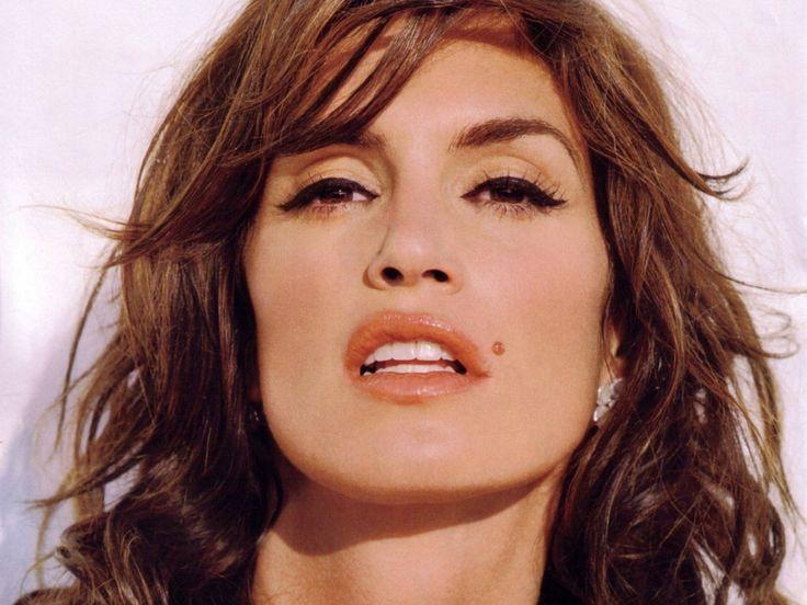 http://www.celebritywallpapers.org/wallpapers/cindycrawford/cindy_crawford_42.jpg