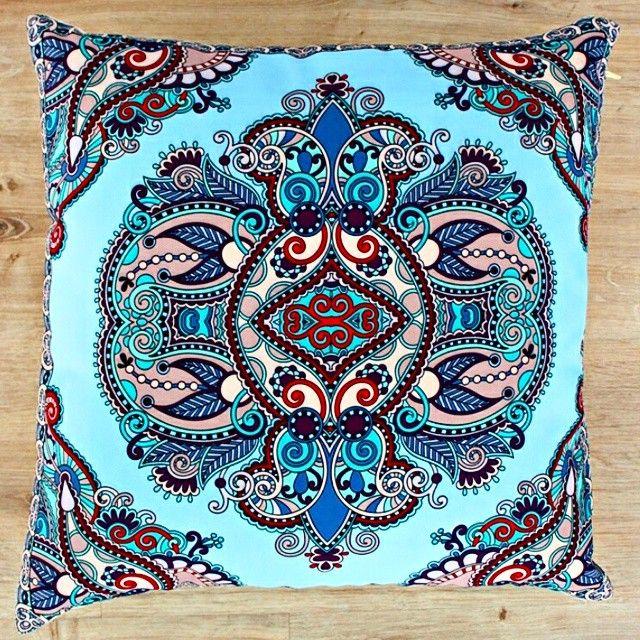 Günaydın Modafabrikçiler☕ Yeni bir güne en ilgi gören ürünlerimizden olan dekoratif yastık ile başlayalım Mavi tonlarının hakim olduğu dijital baskılı yastık kılıfımız için www.modafabrik.com'a buyrun #modafabrik #heryerde #thursday #goodmorning #rainy #dekoratifyastık #ilgiçok #osmanlı #asaleti #şıksolanlar #şıkodalar #renkvedesen #bursa #istanbul