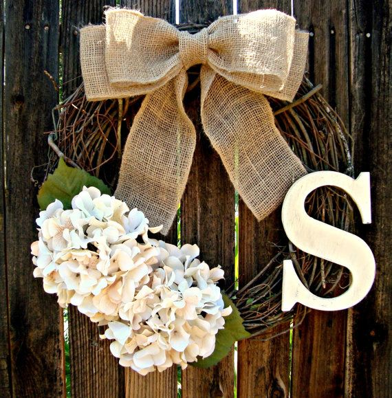 White Hydrangea Wreath with Monogram Spring di Frontporchdecor
